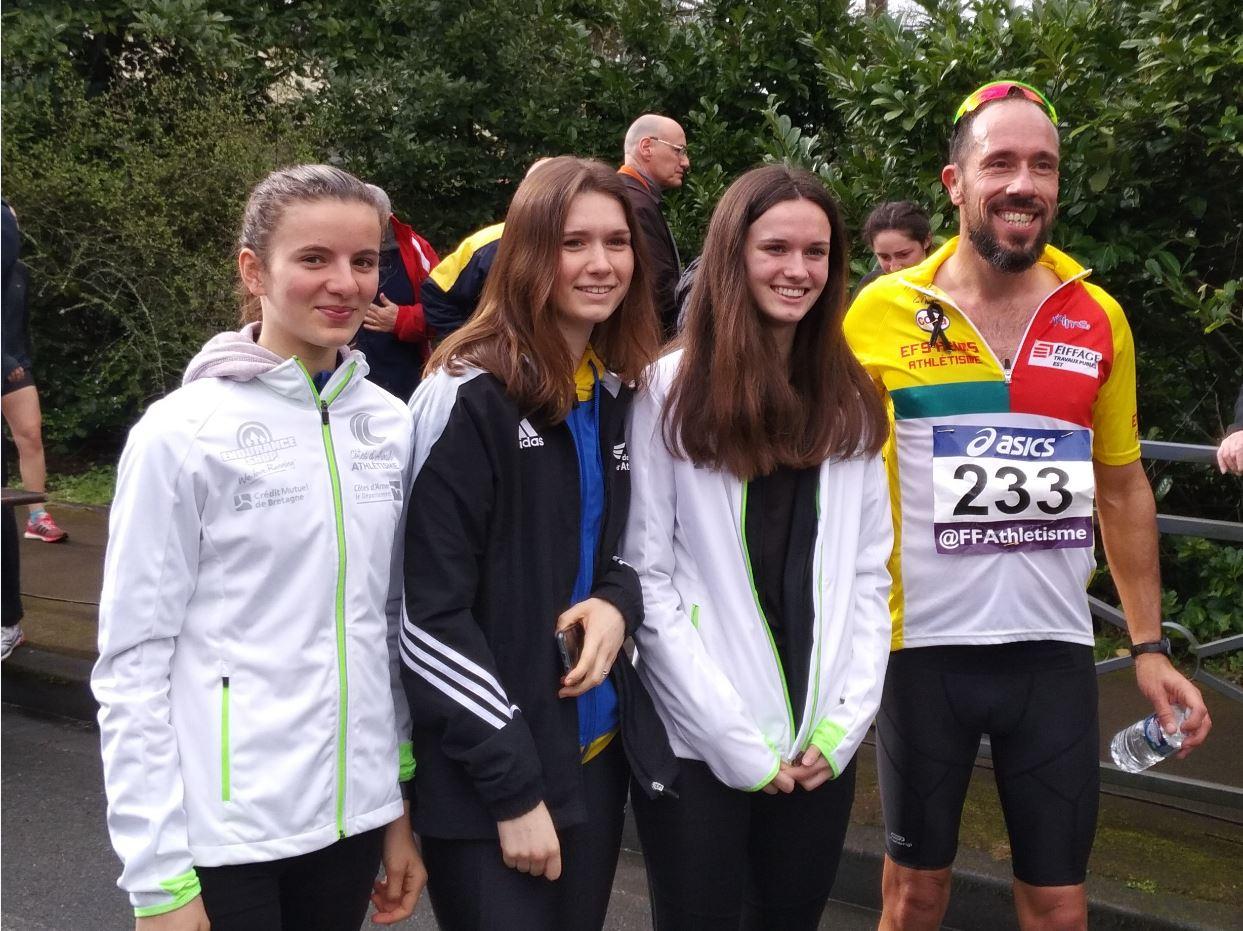 Pauline, Sarah et Manon avec Yohann Diniz à l'arrivée de sa course